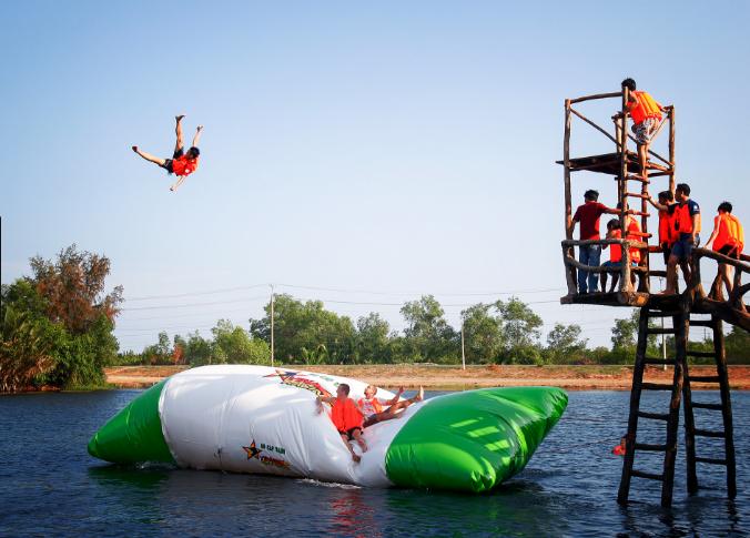 Trò chơi dưới nước tại Khu du lịch Suối Mơ
